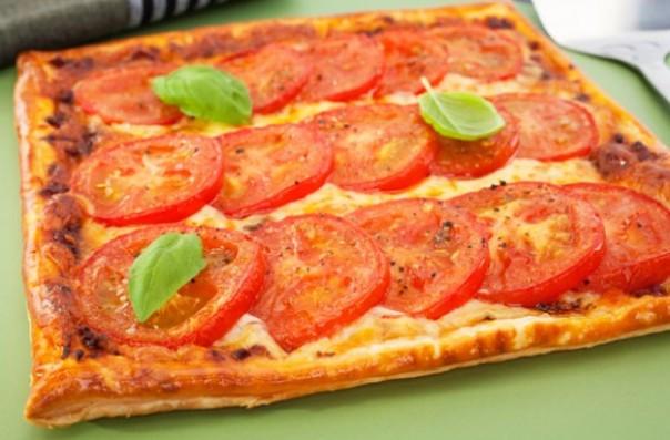 Tomato-and-mozzarella-puff-pastry-tart.jpg